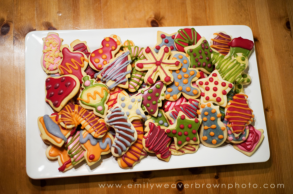 here is this years version of naturally colored christmas cookies all of the colors on these cookies are made from fruit and vegetable juices