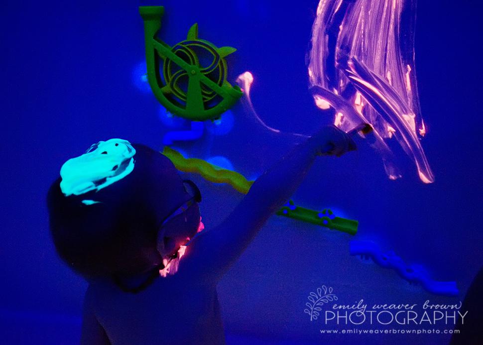 black light bath – Emily Weaver Brown Photography | Blog